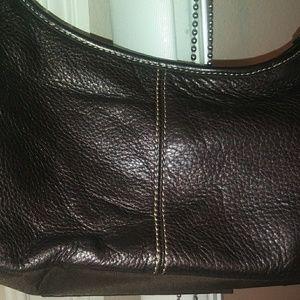 Leather aTheSak pursre.